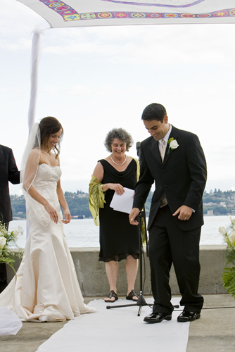 Jewish Wedding Breaking The Gl Of Photo By Laura Totten