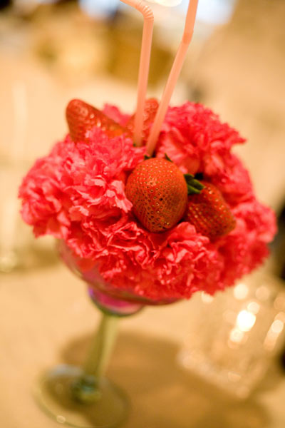 I found this on designsbyhemingway.com. How cute are these floral strawberry margaritta glass cocktail centerpieces!