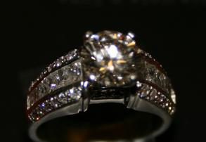This platinum ring was appraised at $15,310 and is listed on BravoBride for only $5,900!