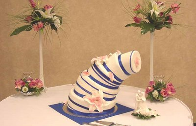 21 Hilarious Wedding Cake Fails