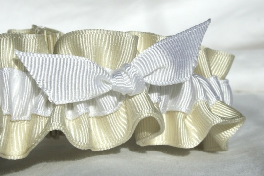 ivory-and-white-eco-friendly-wedding-garters-juliane-smith-style-403