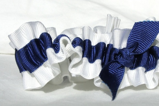 white-and-navy-eco-friendly-wedding-garters-juliane-smith-style-400