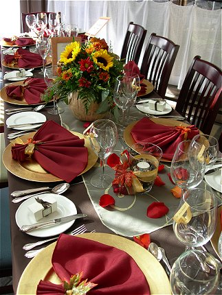 Thanksgiving Decorating Ideas on Add Some Color To Your Table With Burgundy Napkins And Gold Chargers