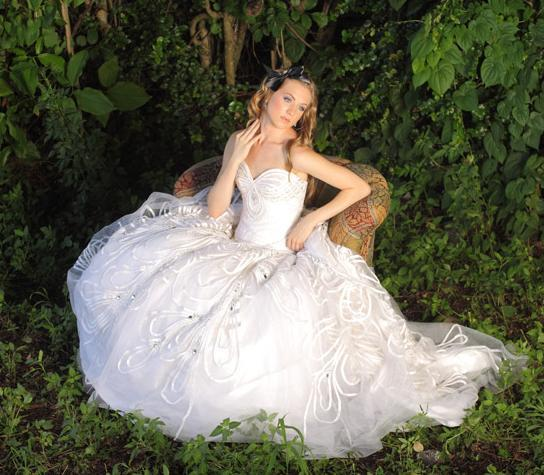 alice in wonderland wedding dress in amp jorge manuel bravobride 1257