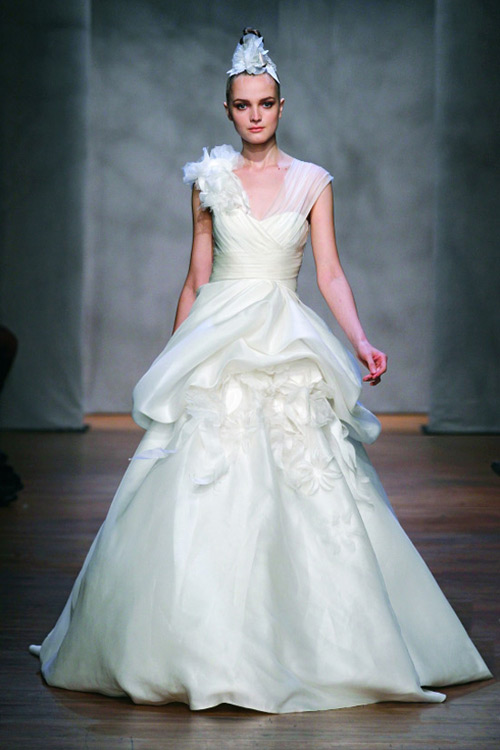 7 Unique Wedding Gowns | BravoBride