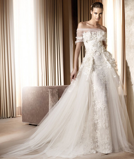 Elie Saabs Wedding Dress Minerva Is An Ivory A Line Floor Length Gown Its Romantic In Style And Very Unique