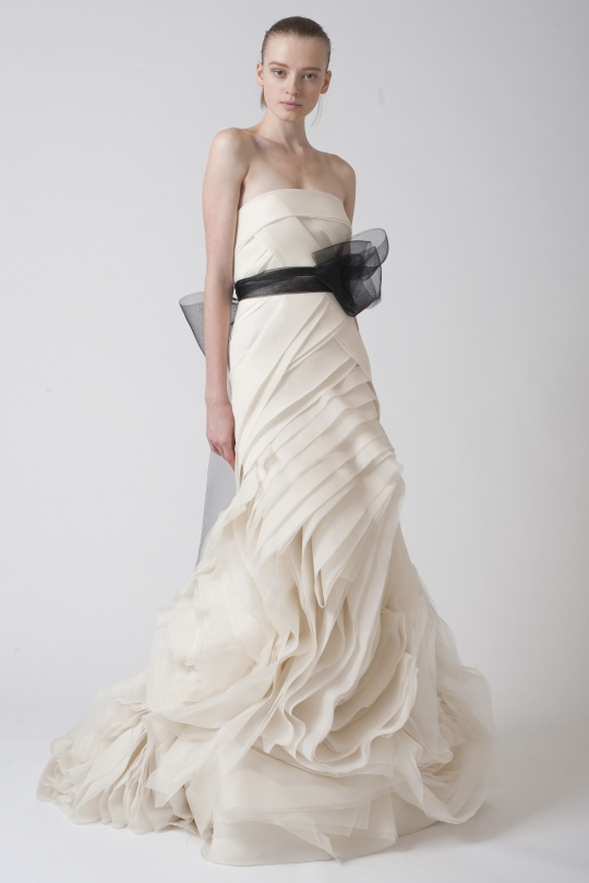 Top 9 most artistic wedding dresses bravobride for Vera wang wedding dress used
