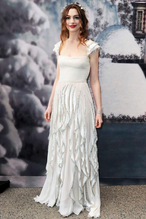 Anne Hathaway Valentino gown