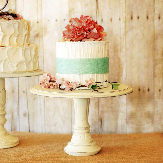 Fab Finds: Pretty Rustic Wedding Cake Stands | BravoBride