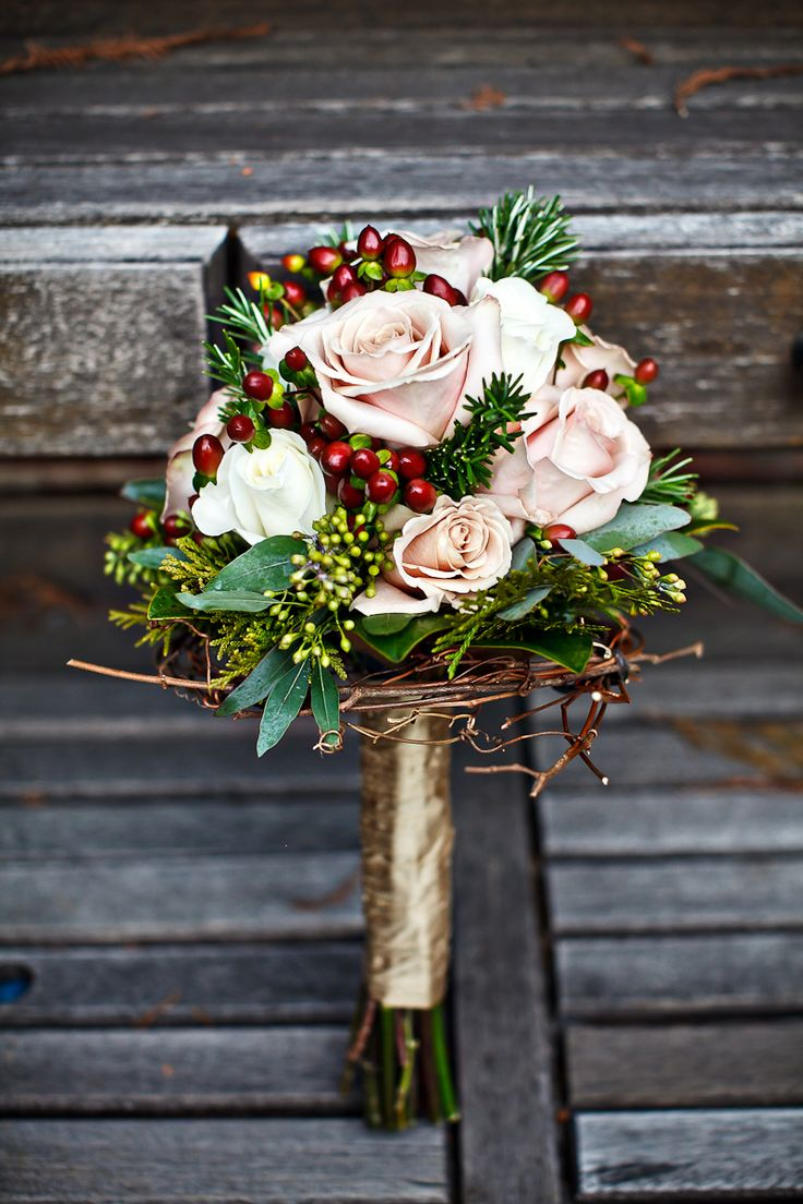 https://www.bravobride.com/blog/wp-content/uploads/2013/11/WinterWeddingBouquet-Credit-Project-Wedding.jpg