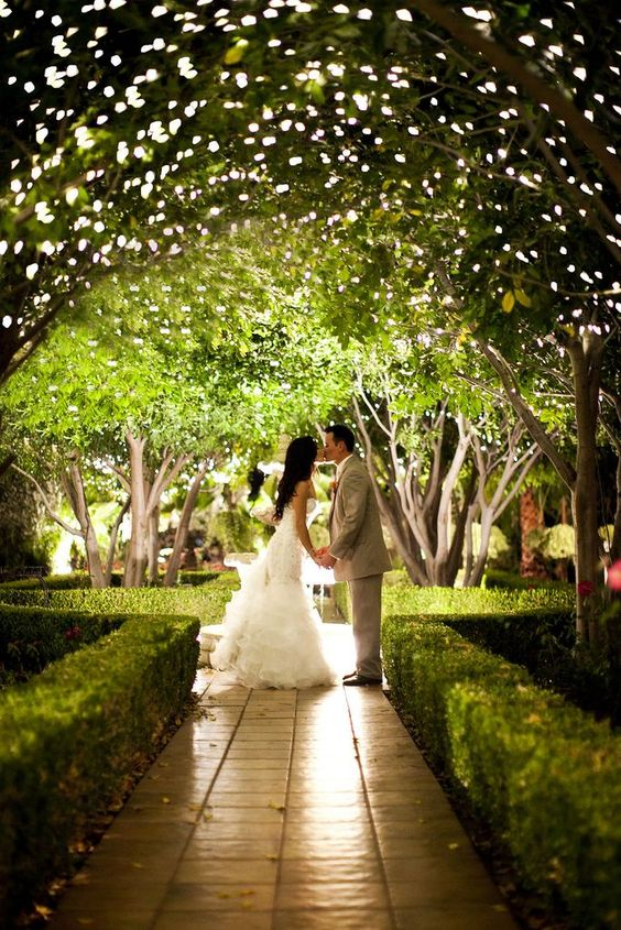 http://villadeamore.com/wedding-venue-photos/twinkle-lights/#/1