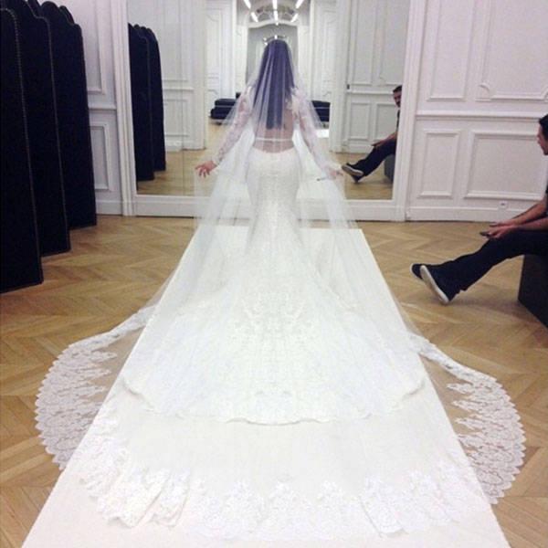 549a1ed5540f2_-_hbz-kim-k-wedding-veil-lgn