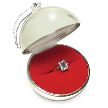 Fab Find: Christmas Ornament Proposal! | BravoBride