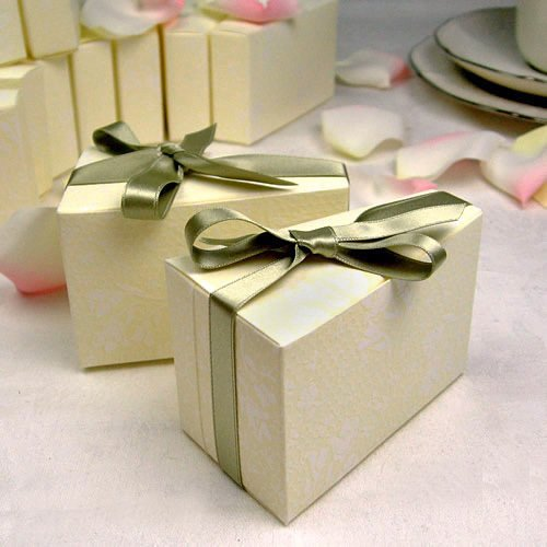 http://myweddingreceptionideas.com/cake_slice_favor_boxes.asp