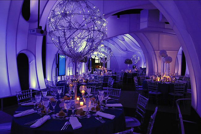http://www.herecomestheguide.com/wedding-party-ideas/detail/12-unique-chicago-wedding-venues/