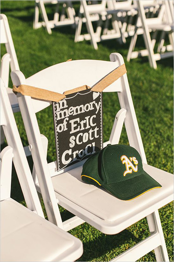http://www.elegantweddinginvites.com/10-wedding-ideas-to-remember-deceased-loved-ones-at-your-big-day/