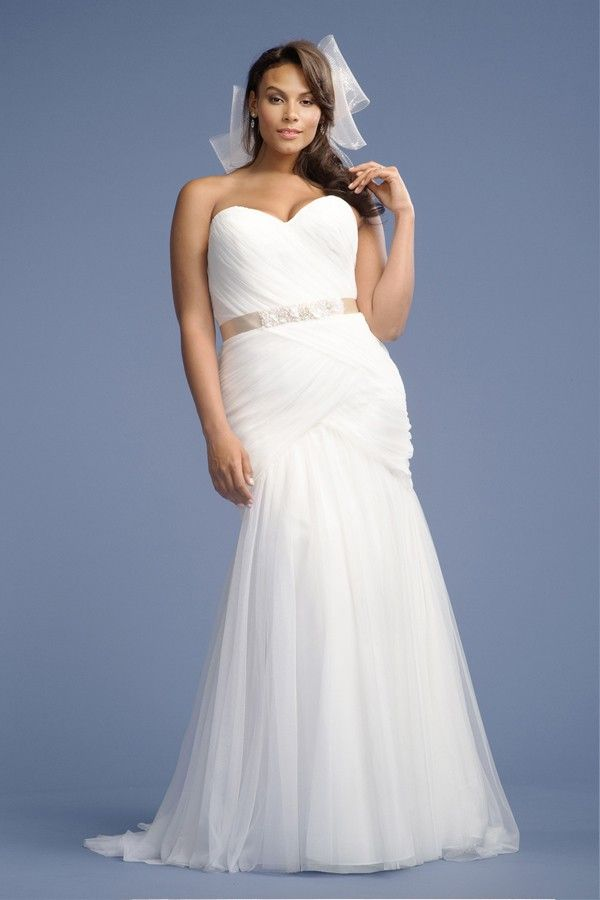 Flattering Wedding Dress Silhouettes for Plus Size Brides | BravoBride