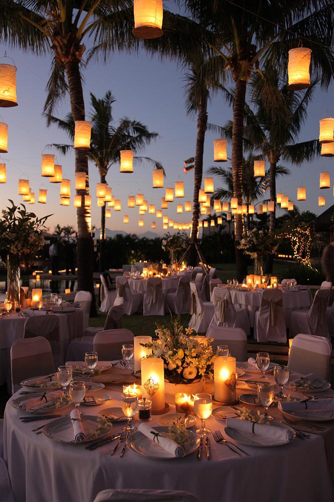 http://www.huffingtonpost.com/2015/02/19/magical-disney-wedding-ideas_n_6632462.html?