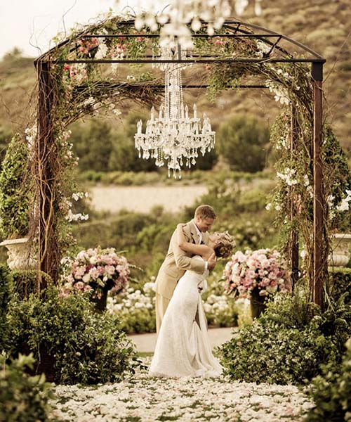 Our top 5 favorite spring wedding trends bravobride httpselaromeventsfabulous ideas for junglespirit Choice Image