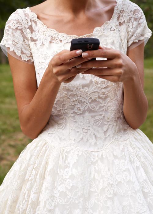 texting-bride