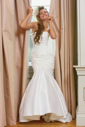 PRICE REDUCTION!!!!!! - Watters Collection ( CAN ALSO LAYAWAY IF BRIDE NEEDS TOO)