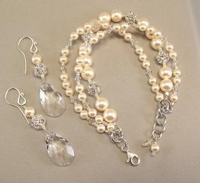 Silver And Ivory Pearls Bracelet And Earring Set