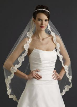 Lace Veil With Pearls