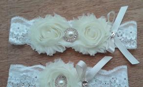 Soft Ivory Flower Garter Set With Rhinestones