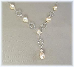 Dainty Pearl And Rhinestone Necklace