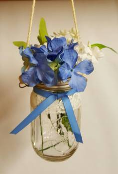Isle Deocrations With Blue Hydrangea Flowers
