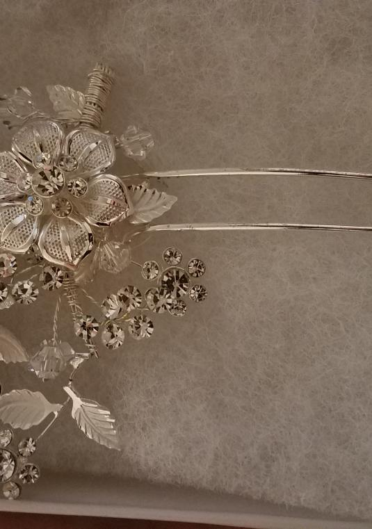 Floral And Crystal Motif Hairpin