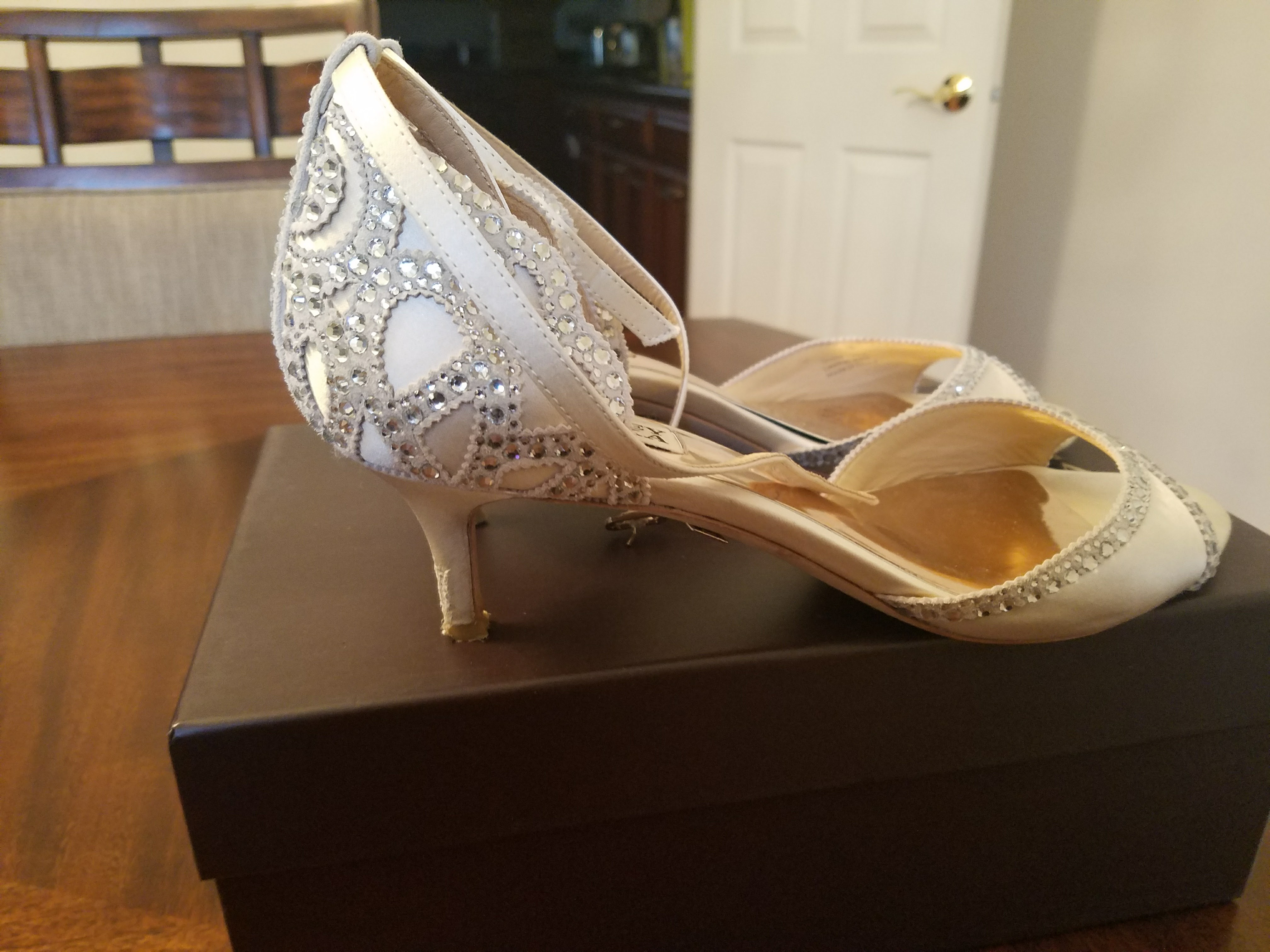 Badgley Mischka Gillian Ankle Strap Ivory Satin Shoes - Size 8