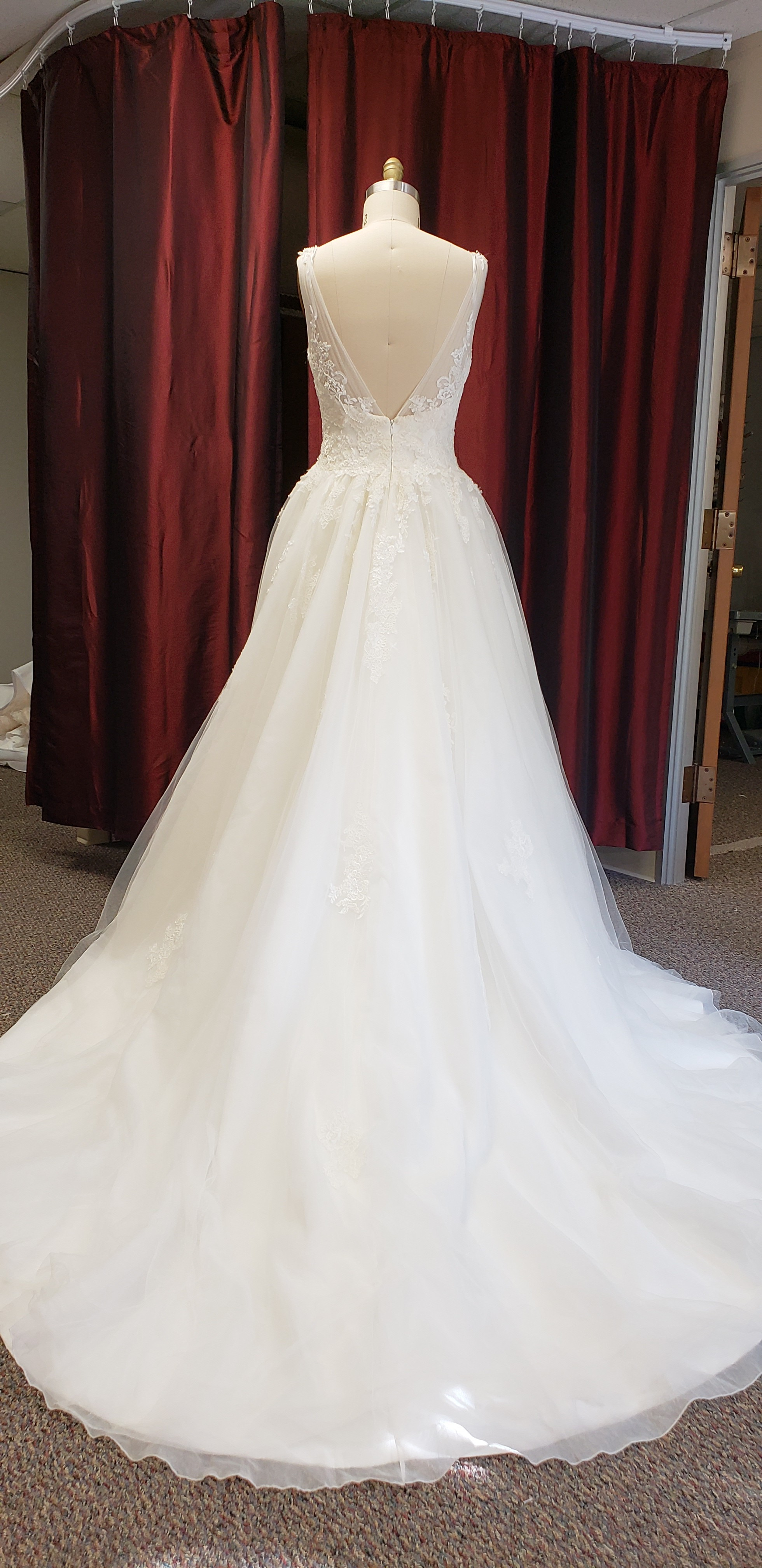 Pronovias Size 12 Wedding Dress