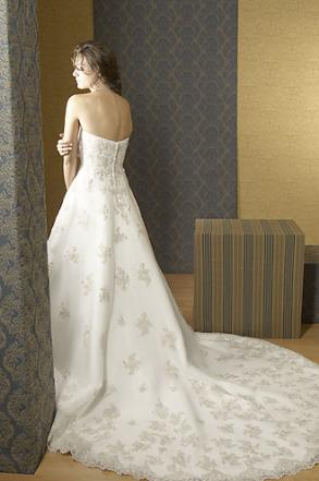 Alfred Sung Bridal Gown With Veil