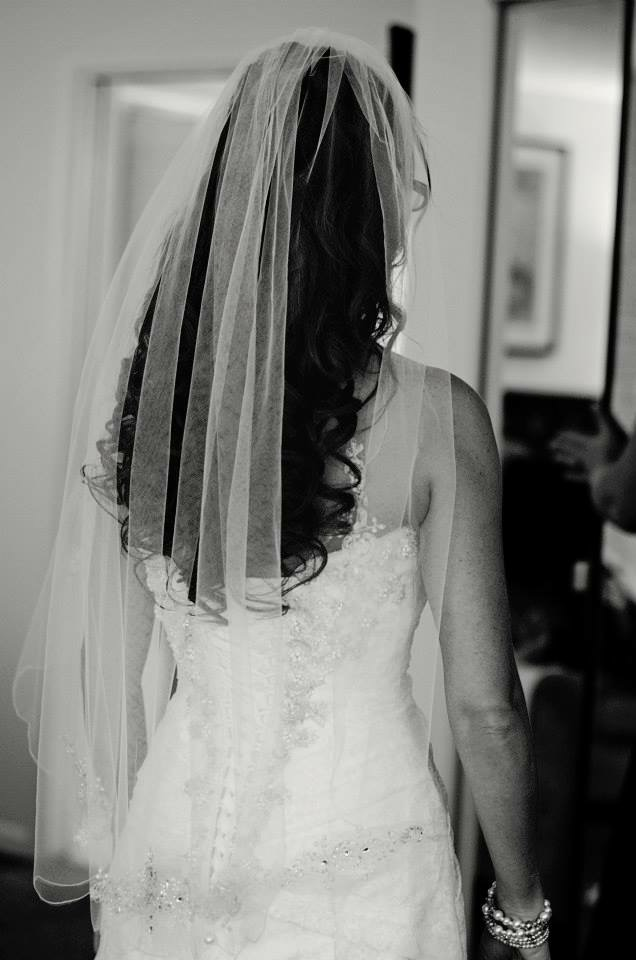 Scalloped Edge Veil With Nead And Crystal Motif