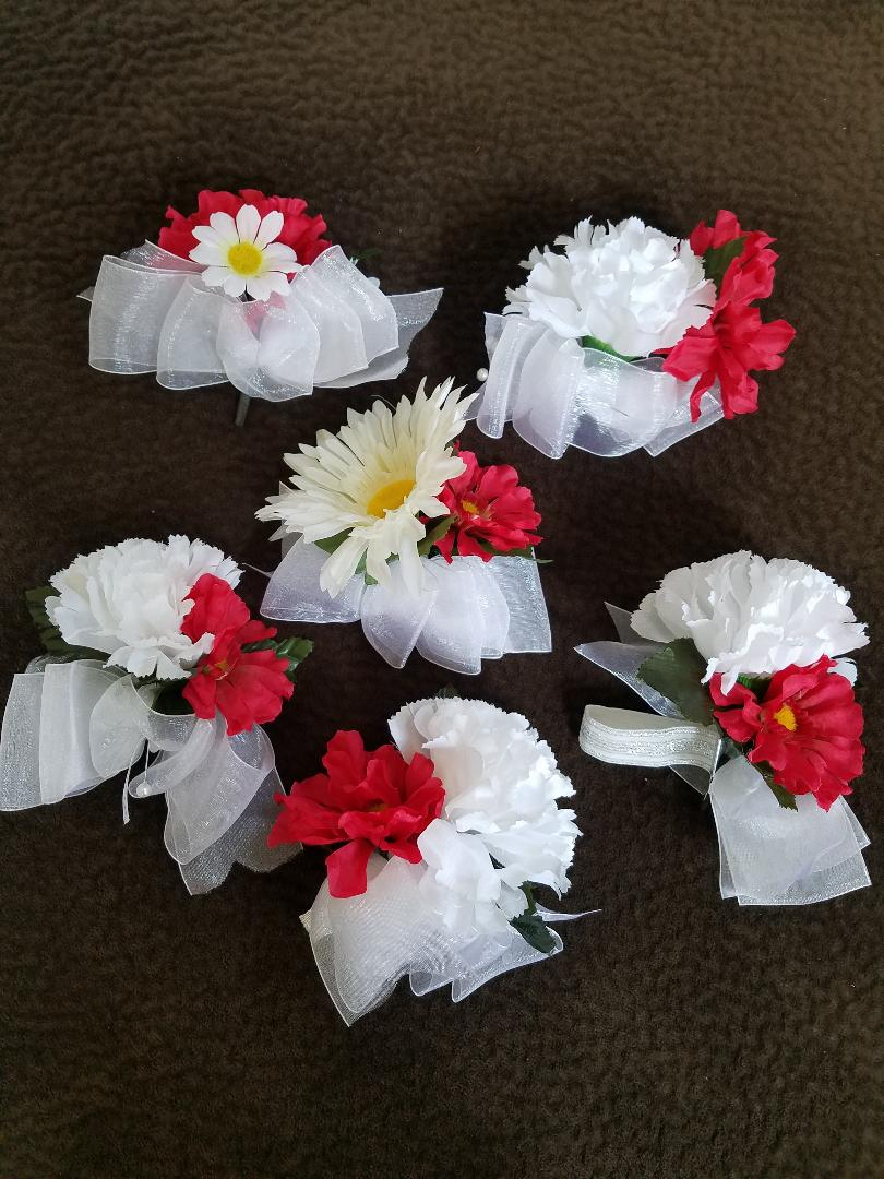 4 Lapel Corsages  W/peal Pin & 2 Wrist Corsage
