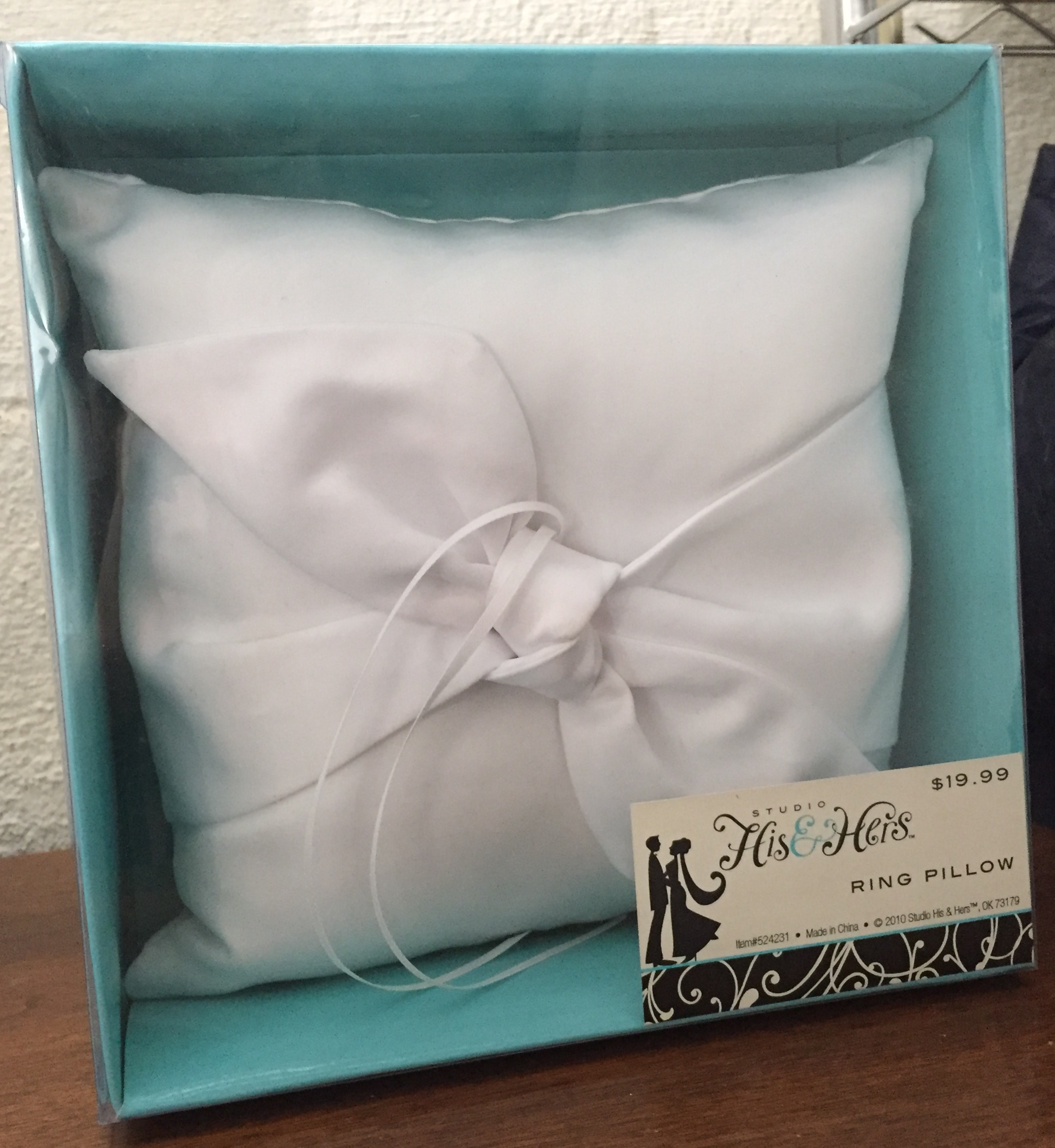 White Ring Pillow With Bow And Ribbon