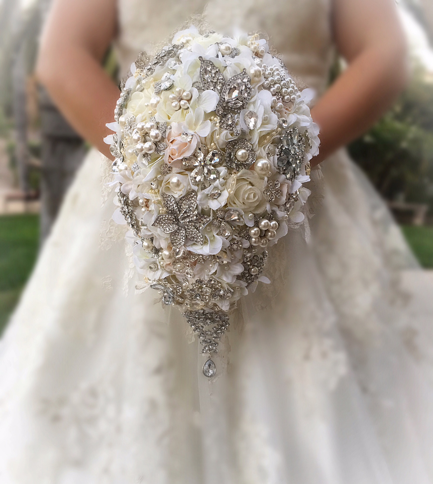 Teardrop Brooch Bouquet